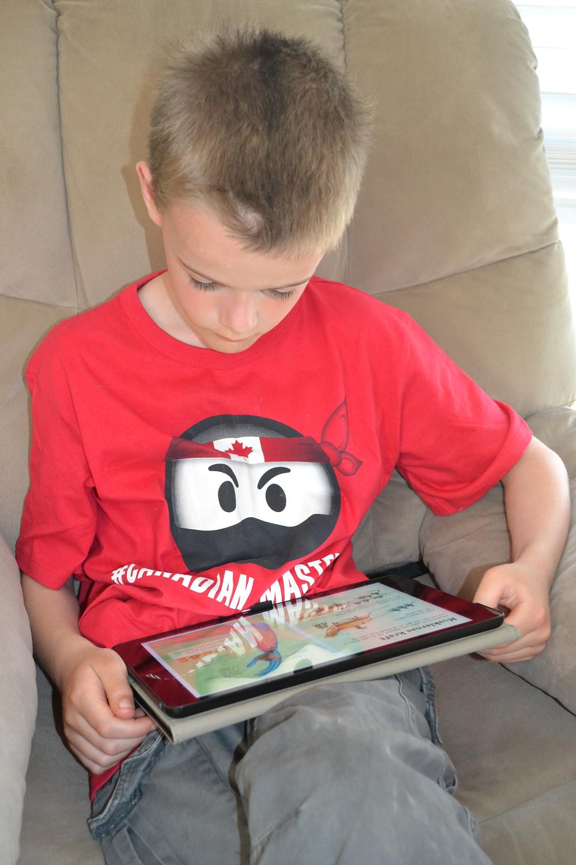Matthias läser i Ugglo