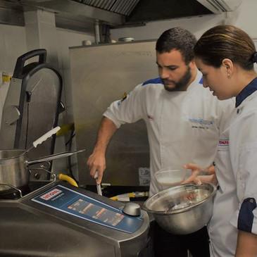 En una operación de alimentos, sea cual sea, siempre se busca que la comida se sirva: