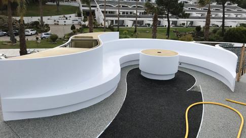Zona de bar e mesa de terraço