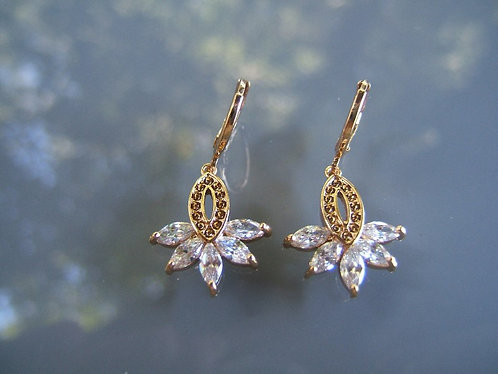 Elegant earrings Leaf-shaped crystals