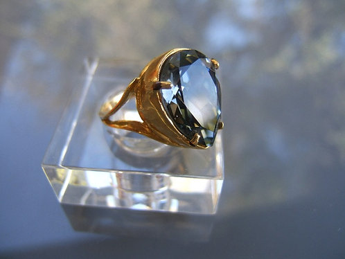 Swarovski ring ,Gold plating ring with Swarovski ,Blue Shade ring ,December ring