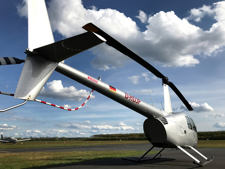 Robinson-Helicopter-R44-0001.jpg