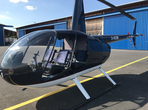Robinson-Helicopter-R44-0002.jpg
