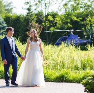 Hochzeitsfoto-am-Helikopter.jpg