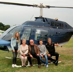 Passagiere-Pilot-Hubschrauber.jpg