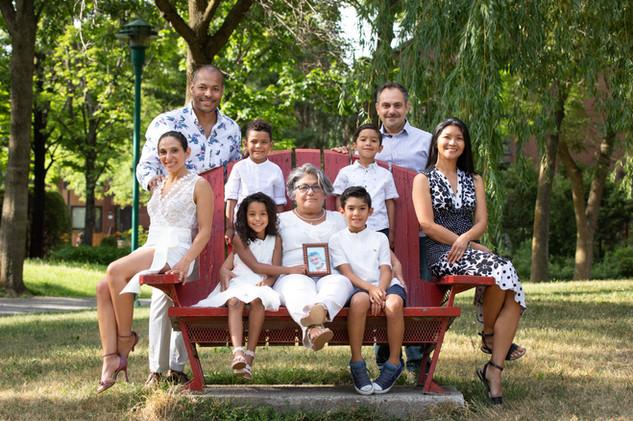three generation large family session