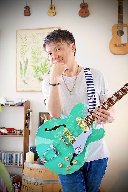 中島孝弘 ギター.jpg