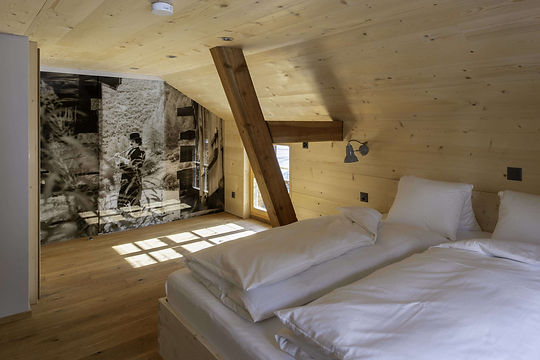 hotel_fafleralp_chaplin_suite.jpg