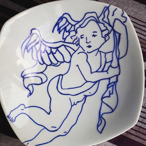 Prato de porcelana Anjo barroco