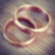 Håndlagede spesialdesignede ringer/gifteringer