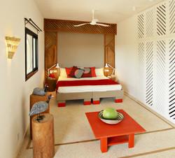 Une des 2 chambres d'une suite