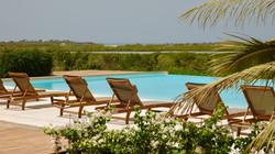 Piscine de 240 m² face à la lagune