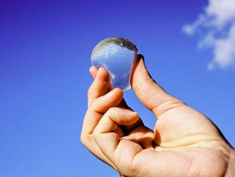 Crowdfunding a Consumable Spherical Water Bottle — the Ooho!