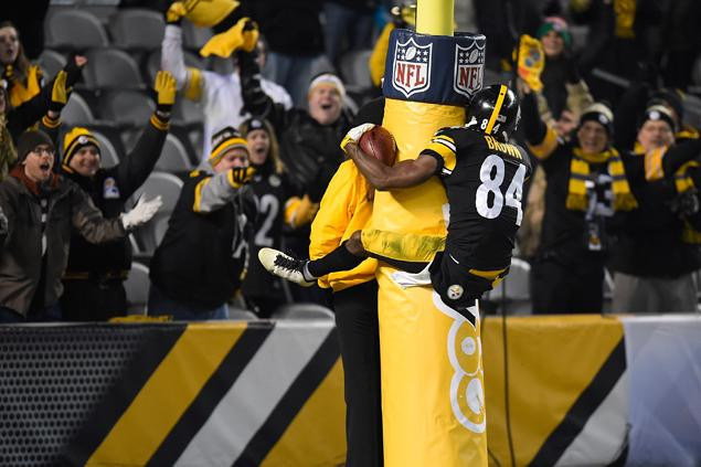 Steelers Cruise Past the Colts in 45 to 10!