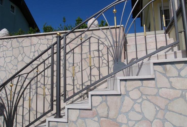 Stiegen und Treppen aus Naturstein