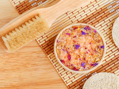Hledáte recept pro zdravou pleť? Prospěje domácí peeling i masáže