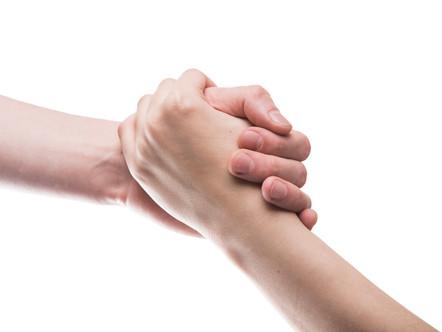 Uma Mão na Roda: a importância de PcD aceitar ajuda