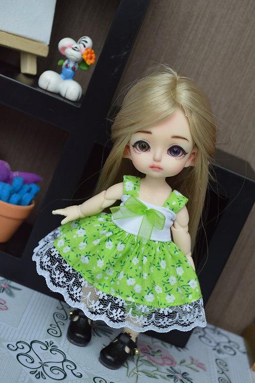 Outfit Pico aux vert à petites fleurs blanche