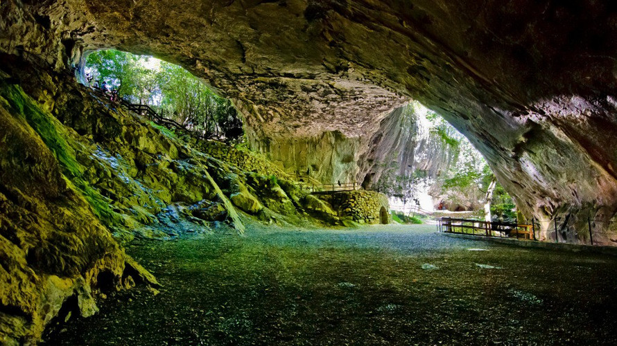 Cueva de Zurragamurdi