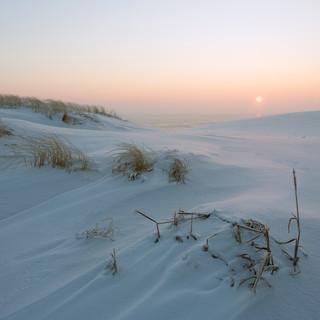 С-нежный рассвет в дюнах
