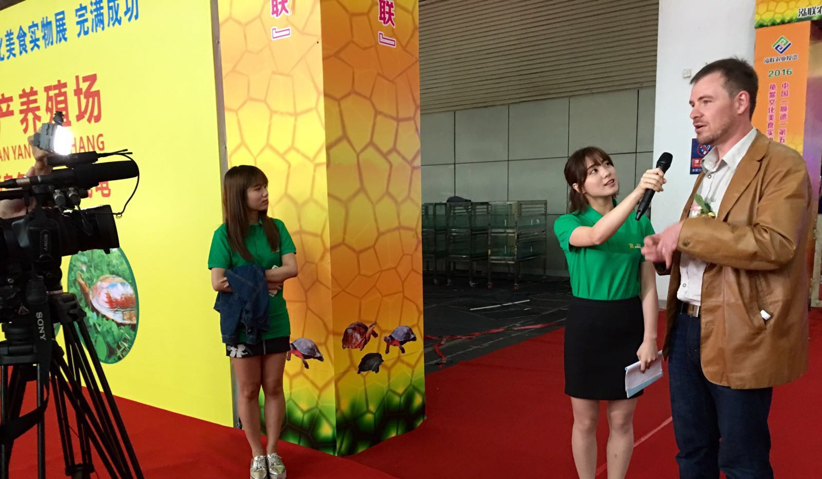 Turtle Expo Shunde2016 TV interview.jpg