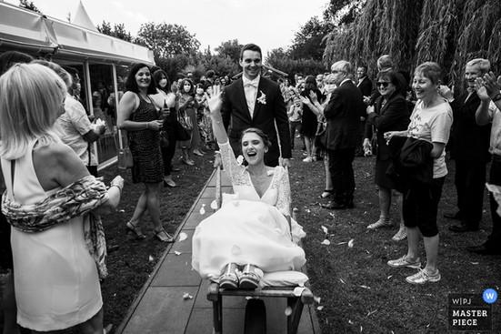 wedding-photographer-2601614.jpg