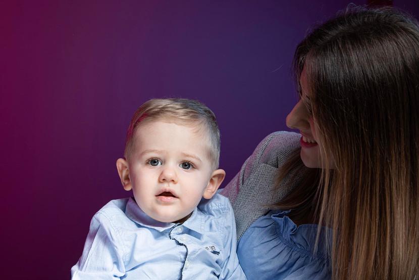 Portrait enfant avec sa maman au studio