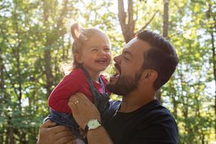 Photo de famille papa et sa fille copie.