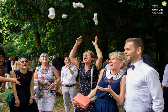 wedding-photographer-2552894.jpg