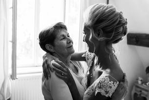 préparatifs la mariée dans les bras de
