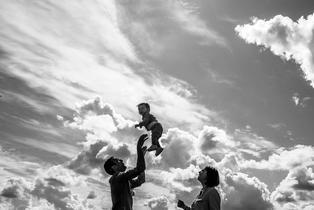 photo de famille en extérieur copie.jpg
