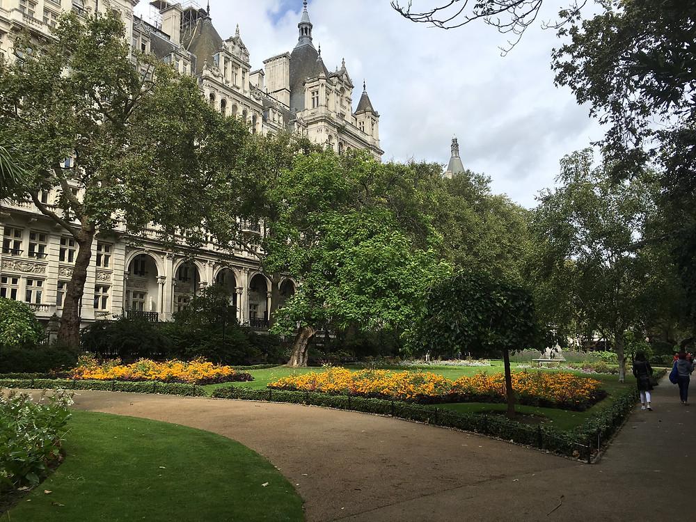 会場となったNational Liberal Club 近くの公園Whitehall Garden