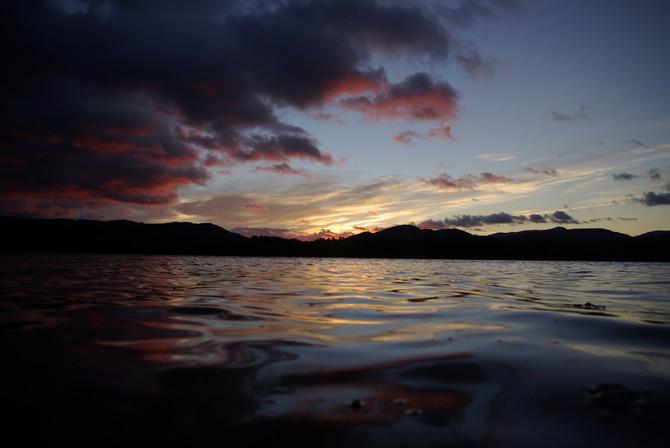 Levé de soleil sur le lac