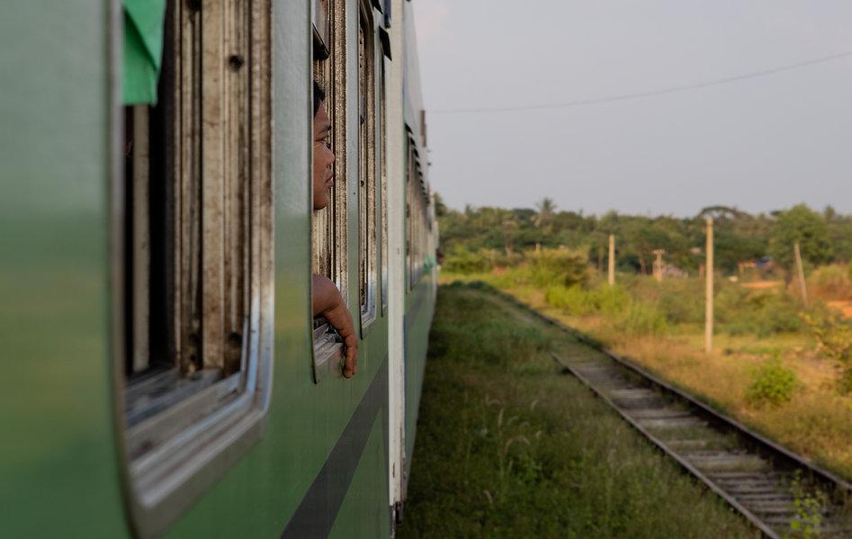 trainride in Myanmar from Yangon to Bago