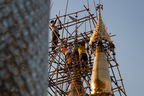 Construction workers at the shwedagon Pagda