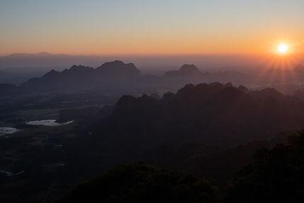 sunrise vom mount zwegabin hungrigaufmeer myanmr