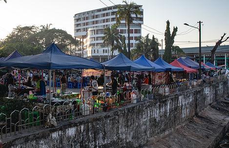 Night market in Hpa-an Myanmar (hungrigaufmeer)