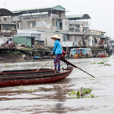 Bootsfahrerin in Vietnam