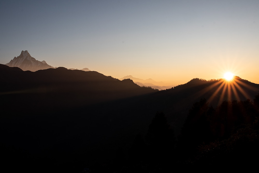 Sunrise on the Poon Hill with view of the Fishtail mountain (by Hungrigaufmeer)