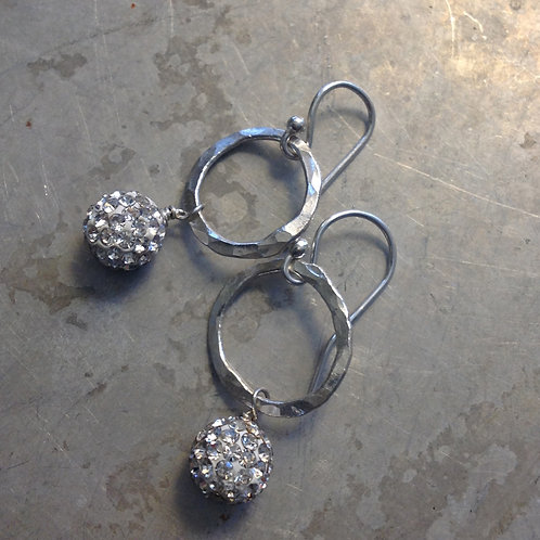 Dainty diamond-ish sizzle