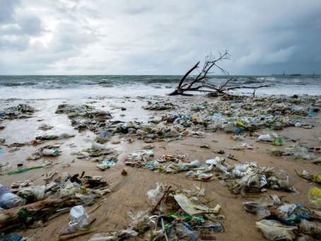 Plastikowe śmieci. Tony zalegają w oceanach.