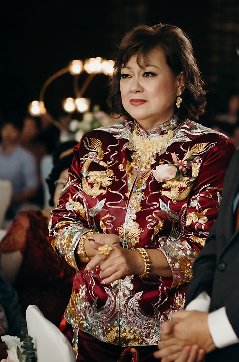Mother_of_bride_in_chinese_kua_edited.jpg