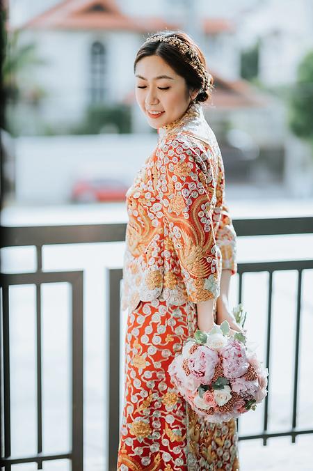 Bride in Kua holding peony flowers.webp