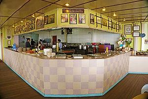 17-Laban-Rata-Dining.jpg
