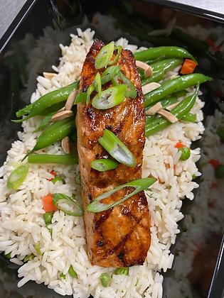 Salmon filet | rice pilaf | green beans