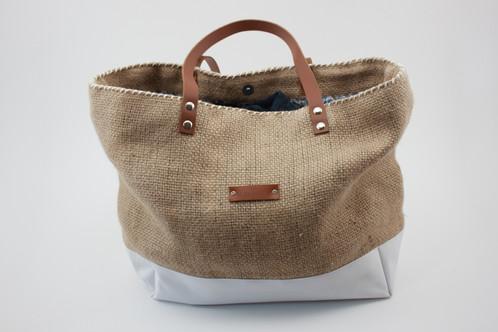 sac cabas personnalisable mod le barcelona en toile de jute et toile blanche les sacs de. Black Bedroom Furniture Sets. Home Design Ideas