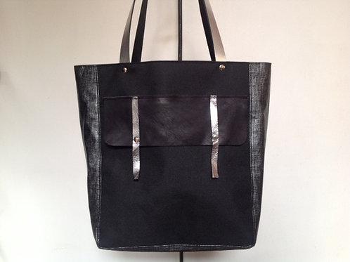 Sac Cabas en lin enduit gris, toile imperméable noire et rabat en cuir