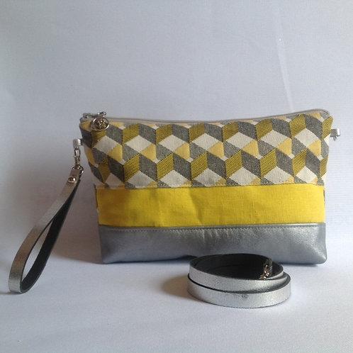 Pochette transformable en sac à main bandoulière . Cuir gris argenté, lin jaune