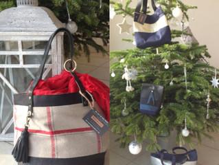 """""""Les sacs de rose marie""""vous souhaite un joyeux Noël."""