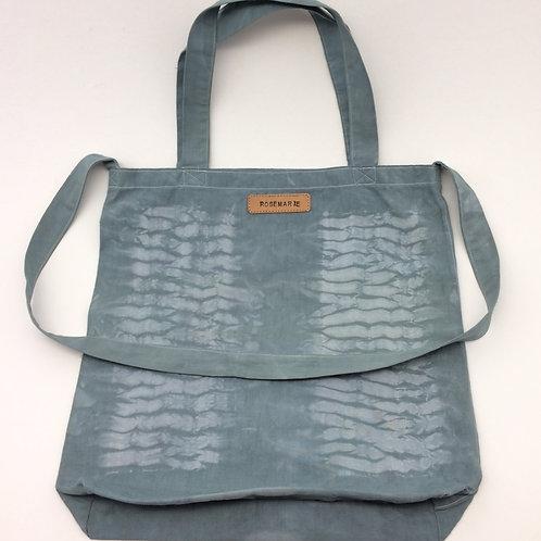Tote bag coton Shibori teint à la main couleur vert de gris. Ref TBS3